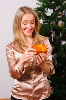 Free Young  Woman Opening A Present Royalty Free Stock Photos - 21404398