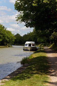 Free Boat Moored On The River Royalty Free Stock Photo - 21406715