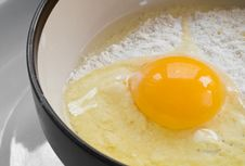 Free Broken Egg Stock Photography - 21423102
