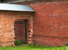 Free Openwork Gate In The Brick Wall Royalty Free Stock Photography - 21425627