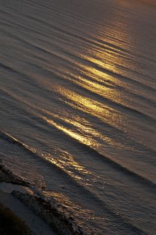 Free The Sun Reflected On The Surface Of The Sea. Royalty Free Stock Images - 21427399