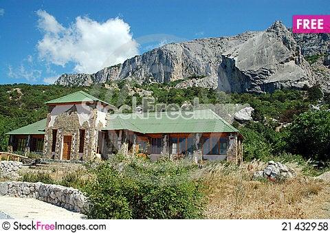 Free House Near The Mountains Royalty Free Stock Photos - 21432958