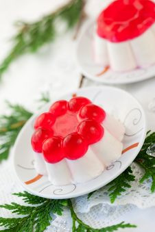 Free Panna Cotta With Fruit Jelly Royalty Free Stock Photo - 21431295