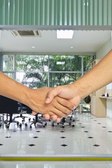 Free Business Handshake Royalty Free Stock Photography - 21432437