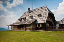 Free Traditional Mountain House Royalty Free Stock Image - 21434146