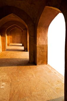Free Ancient Ruins: Corridor With Arches Royalty Free Stock Photography - 21440537