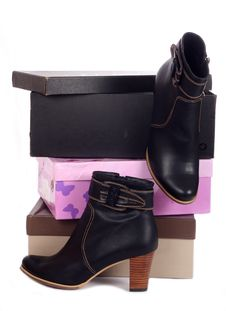 Free Pair Of Black Winter Woman Boots And Many Boxes Stock Images - 21476634
