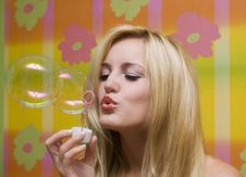 Free Beautiful Girl With Soap Bubbles Royalty Free Stock Photos - 21495508