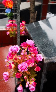 Free Asia Cemetery Royalty Free Stock Photography - 2154507
