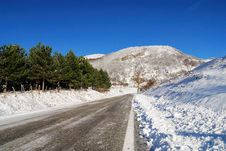 Free Snow And Ice On The Road Royalty Free Stock Image - 21500406