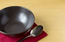 Free Black Bowl With Spoon On Table Royalty Free Stock Photography - 21516777
