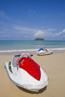 Free Jetski On The Beach. Royalty Free Stock Images - 21522709