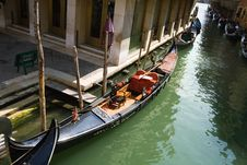 Free Gondola In Venetian Canal Royalty Free Stock Images - 21525969