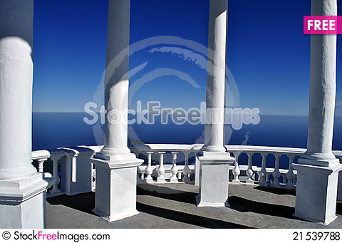 Free White Arbour With The Columns Royalty Free Stock Photos - 21539788