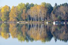 Free Fall Colors Reflected On A Lake Royalty Free Stock Photography - 21537177