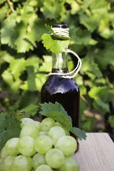 Free Brandy And Grapes Royalty Free Stock Photo - 21567125