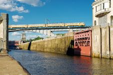 Free Floodgates On The Moscow Canal Royalty Free Stock Photography - 21597327