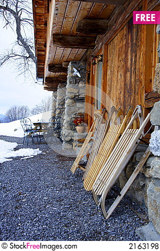 Free Wooden Sledges In Front A Chalet Royalty Free Stock Photos - 2163198