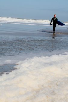 Young Man Going To Surf Royalty Free Stock Images