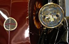 Free Headlight And Front Grill Royalty Free Stock Photos - 2167658