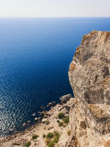 Free Mountain, Rocks And Sea Royalty Free Stock Photo - 21610605