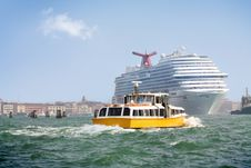 Free Boat And Cruise Ship In Venice Lagoon Stock Photo - 21613600