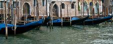 Free Lined-up Gondolas Royalty Free Stock Photography - 21629557