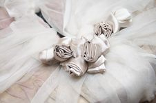 Free Bride Dress With Silk Flowers Stock Images - 21634344