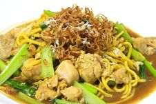 Free Egg Noodle Stir Fried With Chicken Royalty Free Stock Photos - 21636088