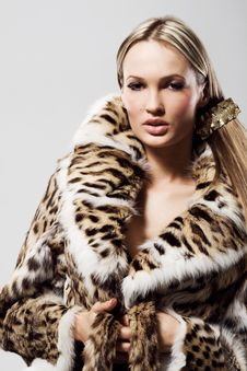 Free Beautiful Model In Fur Royalty Free Stock Photo - 21640425