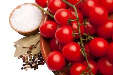 Free Cherry Tomatoes In A Bowl With Sea Salt And Pepper Stock Images - 21645304