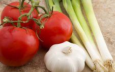 Free Tomatoes, Garlic & Onions Royalty Free Stock Photo - 21646125