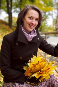 Free Lovely Woman Smiling With Autumn Leaves Stock Photos - 21649983