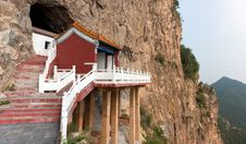 Free The Temple Was Built In The Cliff Royalty Free Stock Photo - 21656265