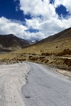 Free Road To Mountains. Himalayan Scenic Stock Photos - 21656363