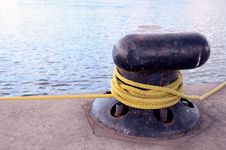 Free Rope Rotated Around Pole. Royalty Free Stock Photo - 21672695