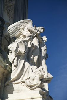Free Angel Sculpture Monument In Madrid Royalty Free Stock Image - 21680556