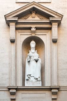 Free Statue Of S. Gregorius Armeniae Royalty Free Stock Photo - 21689655