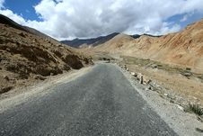 Free Road To Mountains. Himalayan Scenic Royalty Free Stock Image - 21690376