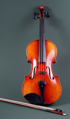 Free Violin And Bow Royalty Free Stock Photos - 21691428
