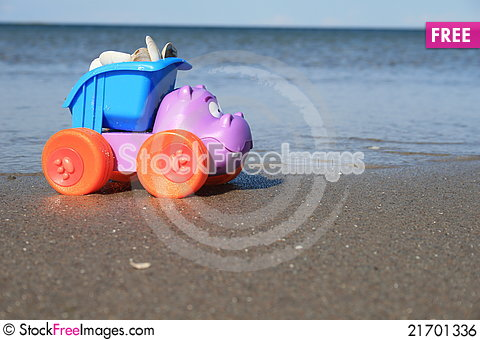 Free The Toy On The Beach Royalty Free Stock Image - 21701336