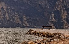 Free Old Bench At The Water Royalty Free Stock Photography - 21714157