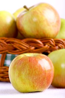 Free Apple And Basket Royalty Free Stock Photo - 21718355