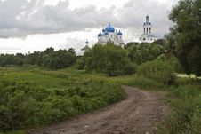 Free Road To Russian Orthodox Convent Vladimir Stock Photography - 21760242