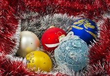 Free Christmas Balls With Garland Royalty Free Stock Images - 21762919
