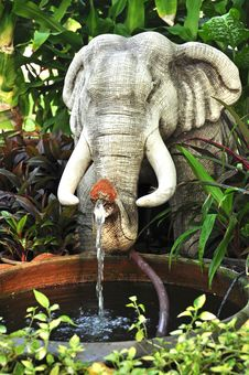 Free Elephant Baked-clay, Fountain Stock Photo - 21774020