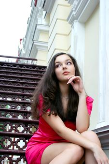 Free Young Caucasian Woman Near The Theatre Stock Images - 21777864