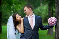 Free Happy Bride Embrase Groom With Bouquet Stock Image - 21780371