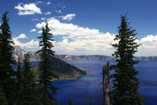 Free Crater Lake On A Sunny Day Royalty Free Stock Images - 217838189