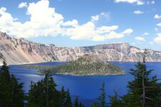 Free Crater Lake On A Warm & Sunny Day Royalty Free Stock Photos - 217838198